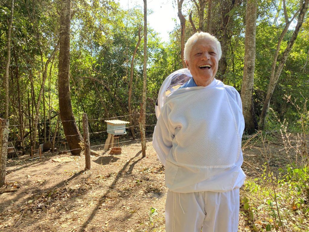 91 year old brazilian beekeeper